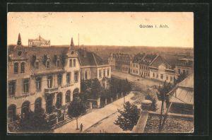 AK Güsten / Anhalt, Strassenansicht mit Hotel Thüringer Hof