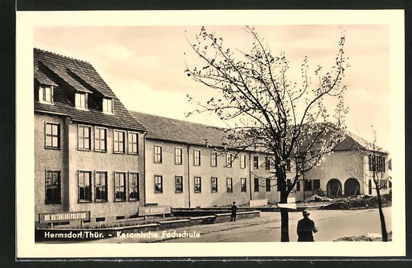 AK Hermsdorf / Thür., Partie vor der Keramischen Fachschule