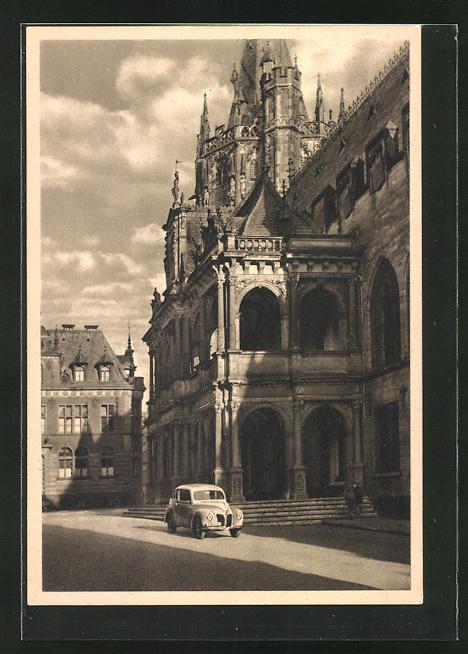 AK Köln a. Rh., Ford-Auto am Rathaus