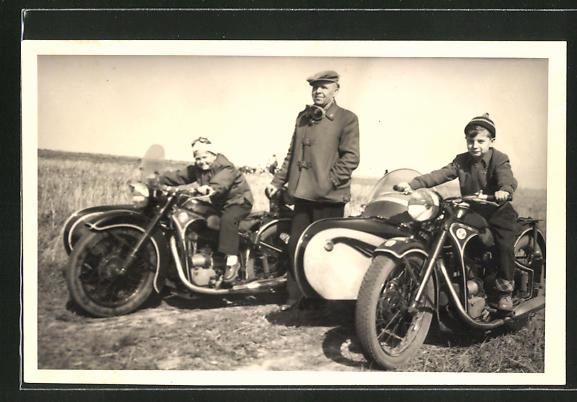 AK Mann und Kinder auf zwei BMW mit Beiwagen
