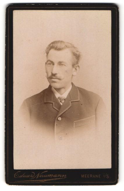 Fotografie Eduard Naumann, Meerane i/S, Portrait Herr mit zeitgenöss. Frisur