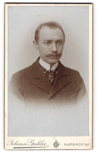 Fotografie Johann Gahler, Auerbach i/Vgtl., Portrait Herr mit Oberlippenbart