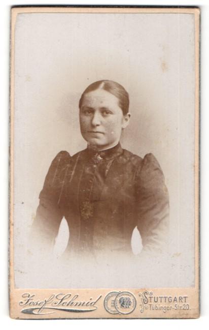 Fotografie Josef Schmid, Stuttgart, Portrait junge Frau mit zusammengebundenem Haar