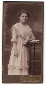 Fotografie Otto Martin, Dresden-Löbtau, Portrait Fräulein mit Hochsteckfrisur