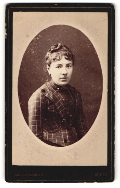 Fotografie Edouard Collet, Metz, Portrait Fräulein mit zeitgenöss. Frisur