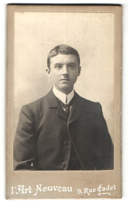 Fotografie Art Nouveau, Paris, Portrait junger Mann in Anzug