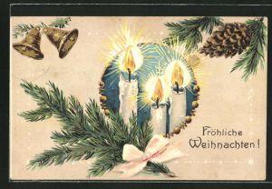 Präge-AK Fröhliche Weihnachten, brennende Kerzen am Tannenzweig
