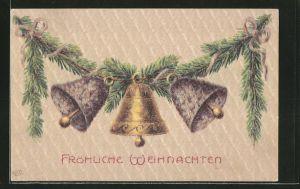 AK Fröhliche Weihnachten, drei Glocken am Tannenzweig