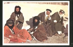 AK Eine Gruppe Beduinien in traditioneller Garderobe