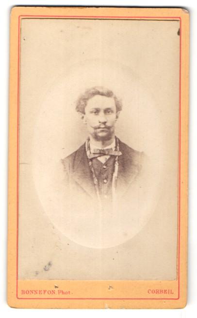 Fotografie Bonnefon, Corbeil, Portrait junger Herr mit zeitgenöss. Frisur