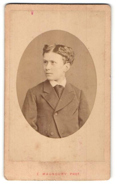 Fotografie E. Manoury, Angers, Portrait Bub mit zeitgenöss. Frisur