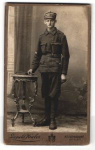 Fotografie Leopold Hueber, Atzgersdorf, österreichischer Soldat in Uniform