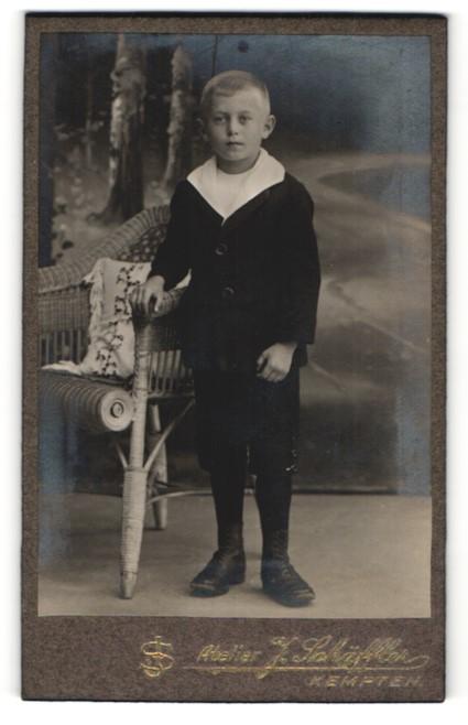 Fotografie J. Schäffler, Kempten, Portrait Bub in festlicher Garderobe