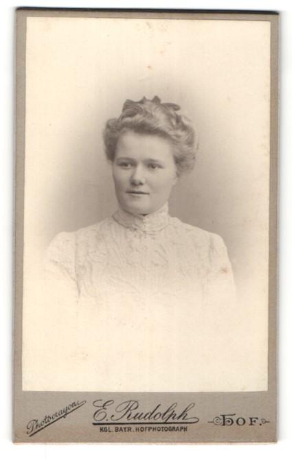 Fotografie E. Rudolph, Hof, Portrait junge Dame mit Hochsteckfrisur