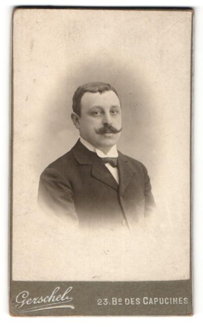 Fotografie Gerschel, Paris, Portrait Herr mit zeitgenöss. Frisur mit Schnauzbart