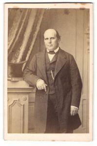 Fotografie Richebourg, Paris, Portrait Herr in Anzug
