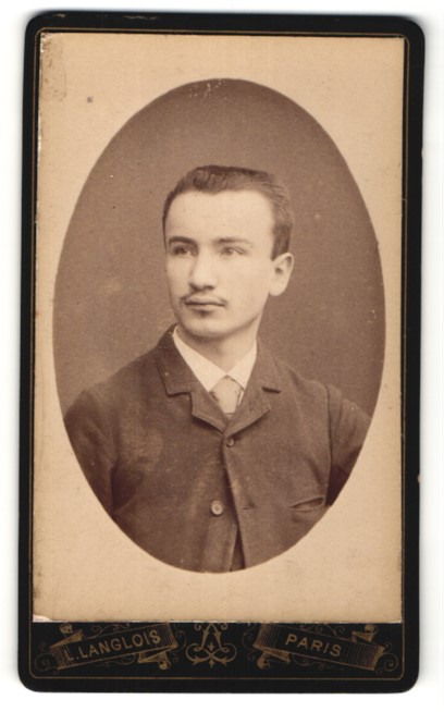 Fotografie L. Langlois, Paris, Portrait junger Mann mit Bürstenhaarschnitt