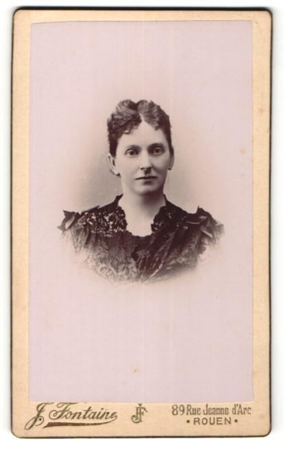 Fotografie J. Fontaine, Rouen, Portrait Dame mit zusammengebundenem Haar