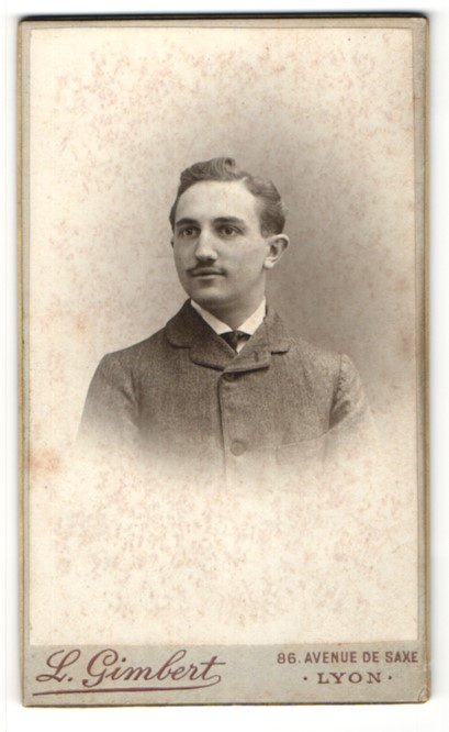 Fotografie L. Gimbert, Lyon, Portrait junger Herr mit zeitgenöss. Frisur