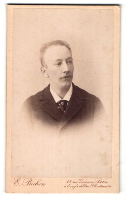 Fotografie E. Bichon, Paris, Portrait Herr mit Bürstenhaarschnitt
