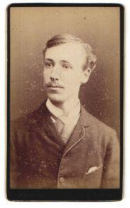 Fotografie Marius, Paris, Portrait Herr in Anzug