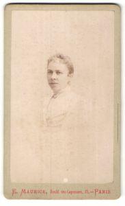 Fotografie E. Maurice, Paris, Portrait junge Frau mit zusammengebundenem Haar