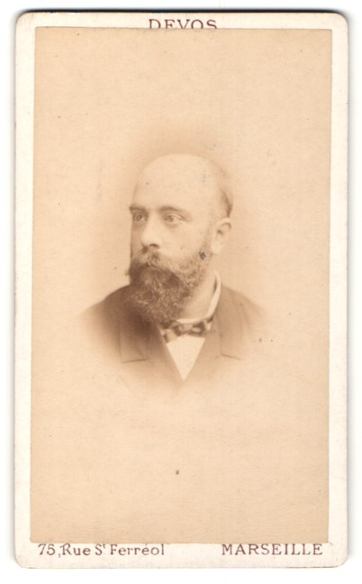 Fotografie Devos, Marseille, Portrait Mann mit Vollbart