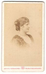 Fotografie Mathieu-Deroche, Paris, Profilportrait Frau mit Haarknoten