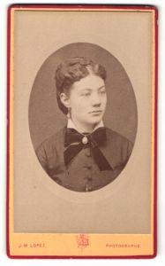 Fotografie J. M. Lopez, Paris, Portrait Fräulein mit zeitgenöss. Frisur