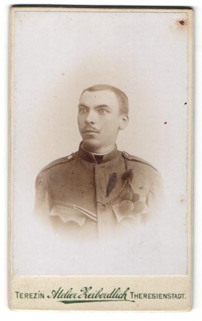 Fotografie Atelier Zeiberdlich, Theresienstadt, Portrait österreichischer Soldat in Uniform