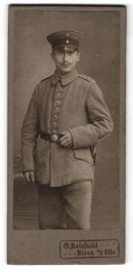 Fotografie Atelier Reinhold, Riesa / Elbe, deutscher Soldat in Feldgrau