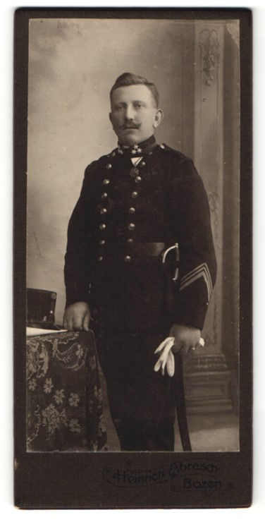 Fotografie Heinrich Abresch, Bozen, österreichischer Soldat in Uniform mit Orden