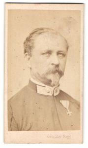 Fotografie Gebrüder Bopp, Innsbruck, Portrait österreichischer Soldat mit Orden