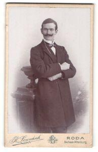 Fotografie R. Lowatsch, Roda, Portrait Herr in Abendgarderobe mit Oberlippenbart