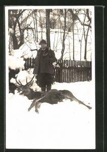 AK Stolzer Jäger mit geschossenem Hirsch