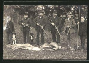 AK Jäger präsentieren ihre erlegte Beute