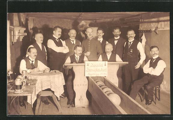 Foto-AK Berlin-Steglitz, Kegelclub Immer feste druff, 1916