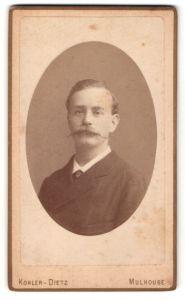 Fotografie Kohler-Dietz, Mulhouse, Portrait Herr im Anzug mit Zwirbelbart