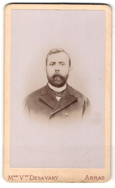 Fotografie V. Desavary, Arras, Portrait Herr mit Vollbart im Anzug