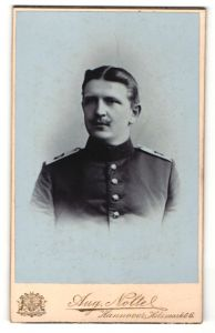 Fotografie Atelier Nolte, Hannover, Portrait junger Soldat in Uniform