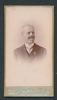 Fotografie Chamberlin, Paris, Portrait betagter Herr mit Bart