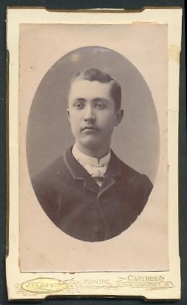 Fotografie J. F. Laurens, Castres, Portrait junger Herr mit zeitgenöss. Frisur