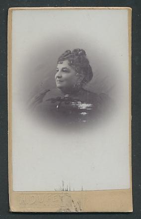 Fotografie H. Duffey, Nancy, Portrait Frau mit zusammengebundenem Haar