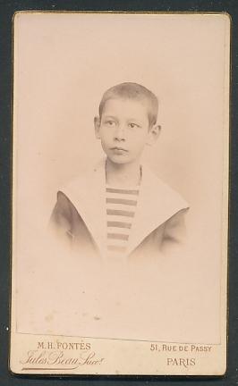 Fotografie M. H. Fontès, Paris, Portrait Knabe mit kurzem Haar