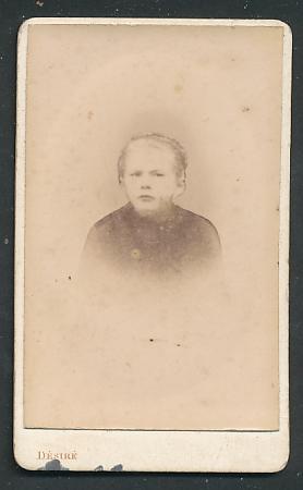 Fotografie Désiré, Paris, Portrait Mädchen mit zurückgebundenem Haar