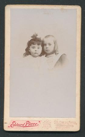 Fotografie Edouard Pierre, Brest, Portrait Bub mit Schläfenlocken und Mädchen
