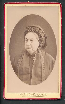 Fotografie A. D. Margerie, Angers, Portrait Greisin mit traditioneller Haube