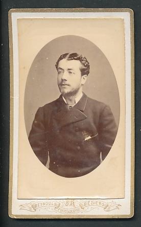 Fotografie Reynouls, Beziers, Portrait junger Herr mit zeitgenöss. Frisur