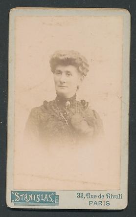 Fotografie Stanislas, Paris, Portrait Dame mit Hochsteckfrisur