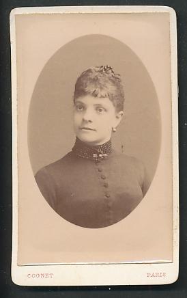 Fotografie Cognet, Paris, Portrait Fräulein mit zusammengebundenem Haar